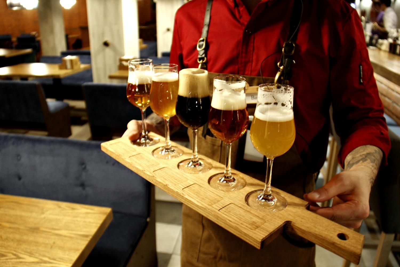 Дегустационный сет: можно попробовать все виды собственного пива, которое производится здесь же