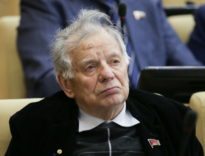 Жорес Алферов в военные годы жил в Свердловской области