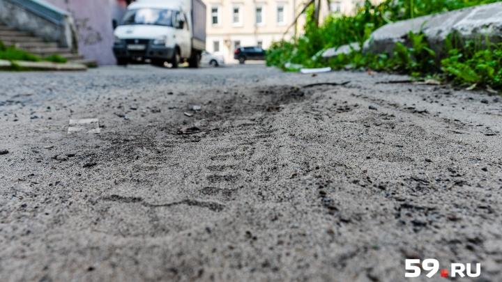 Грязь засохла. На пермских улицах стоит пыль. Как не задохнуться?