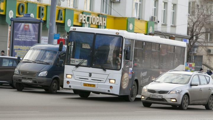 Деньги есть, но вы подождите: водителей автобусов оставили без зарплаты из-за проблем с документами