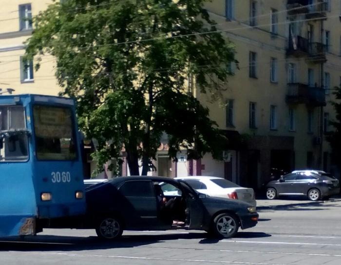 Авария наул. Богдана Хмельницкого днём 13 июня