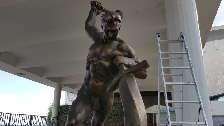 «Перекуём мечи на орала»: восстановленную копию скульптуры Евгения Вучетича установят в Волгограде