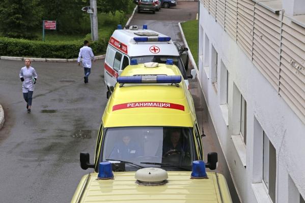 Молодого человека доставили в больницу и оказали ему помощь