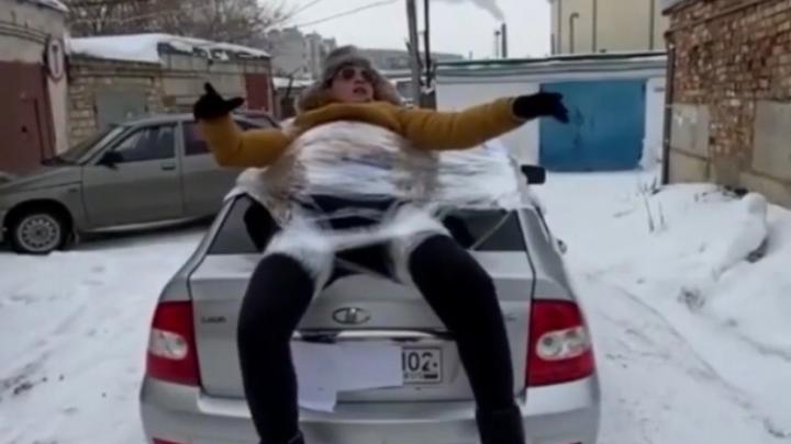 В Башкирии мужчину обмотали скотчем и прокатили на багажнике автомобиля