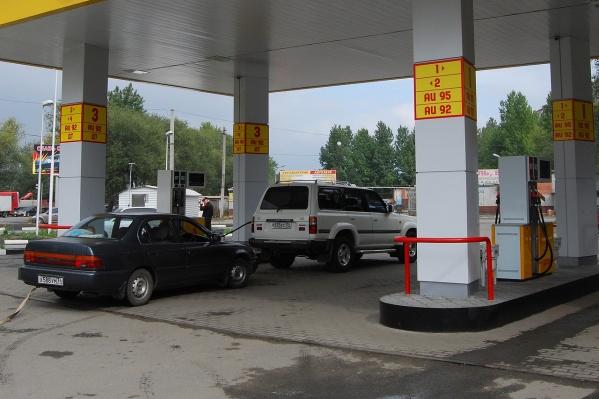 Власти прогнозируют подорожание бензина минимум на рубль
