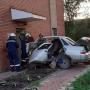 Въехал по лобовое стекло: в Сызрани водитель протаранил дом