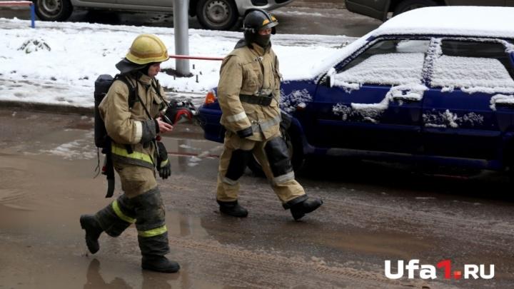 В башкирской деревне сгорел оставленный на прогрев Mercedes Benz