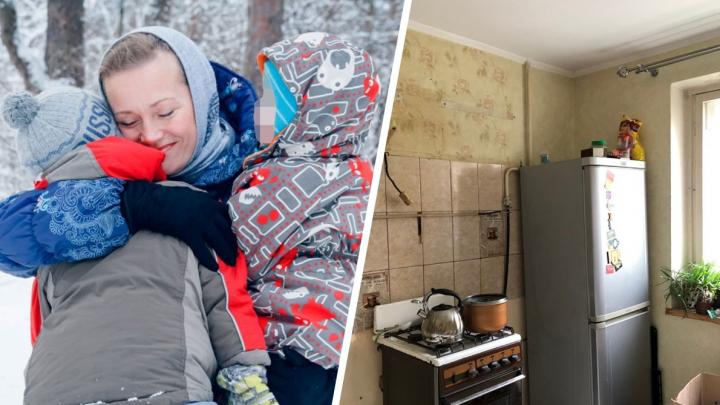 «Пришли и срезали трубу»: в Екатеринбурге многодетную семью с малышами оставили без газа