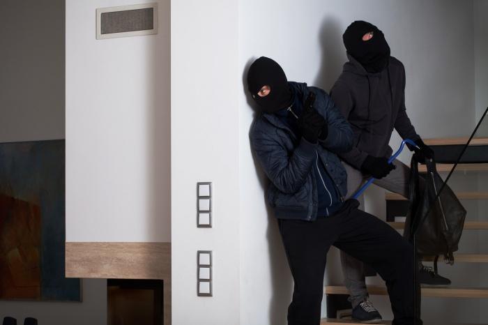 Жительница Новосибирска нажала на тревожную кнопку и спасла магазин