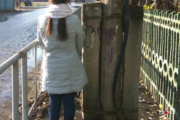 Новый забор появился несколько дней назад