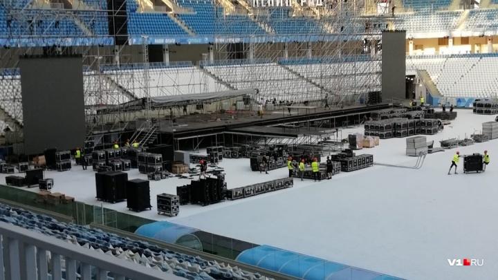 На «Волгоград Арене» смонтировали сцену к концерту «Ленинграда»