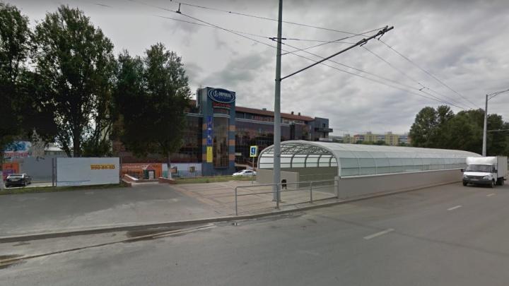 В подземном переходе на Московском шоссе опять провалилась плитка