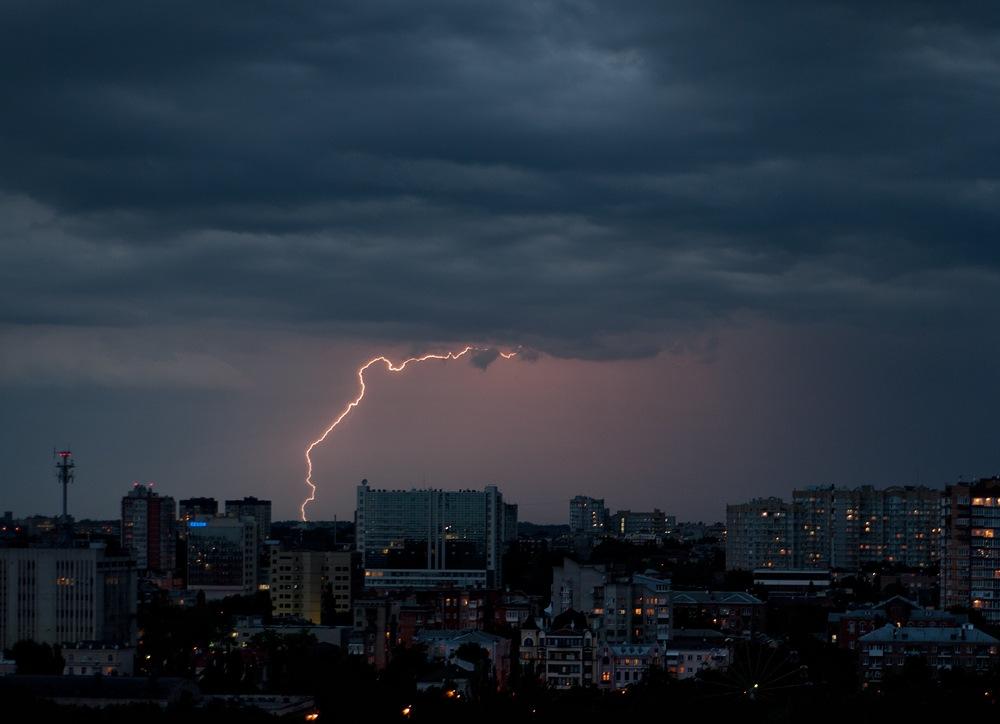Град сгрозой ишквалистым ветром ожидается вРостове