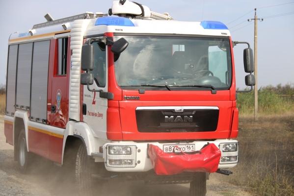 С огнем спасатели справились за полтора часа