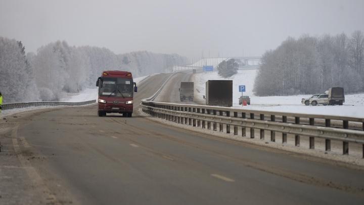 За два дня дорожники и ГИБДД вытащили 11 машин, застрявших на трассах из-за морозов