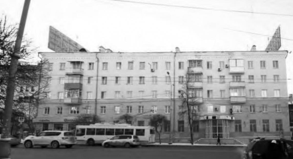 Это здание построили спустя 40 лет после смерти Свердлова, так что там не могла находиться его «первая явочная квартира»