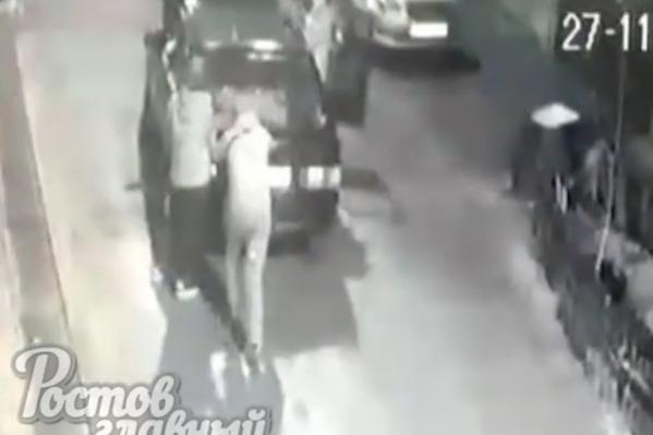 Четверо неизвестных угнали автомобиль