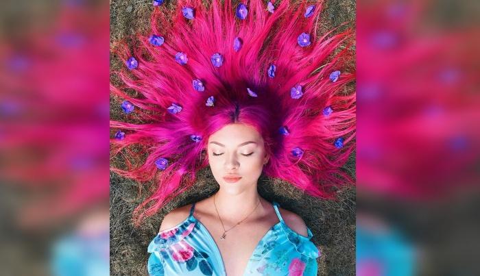 Ярко-розовый цвет волос для тех, кто не боится косых взглядов на улице
