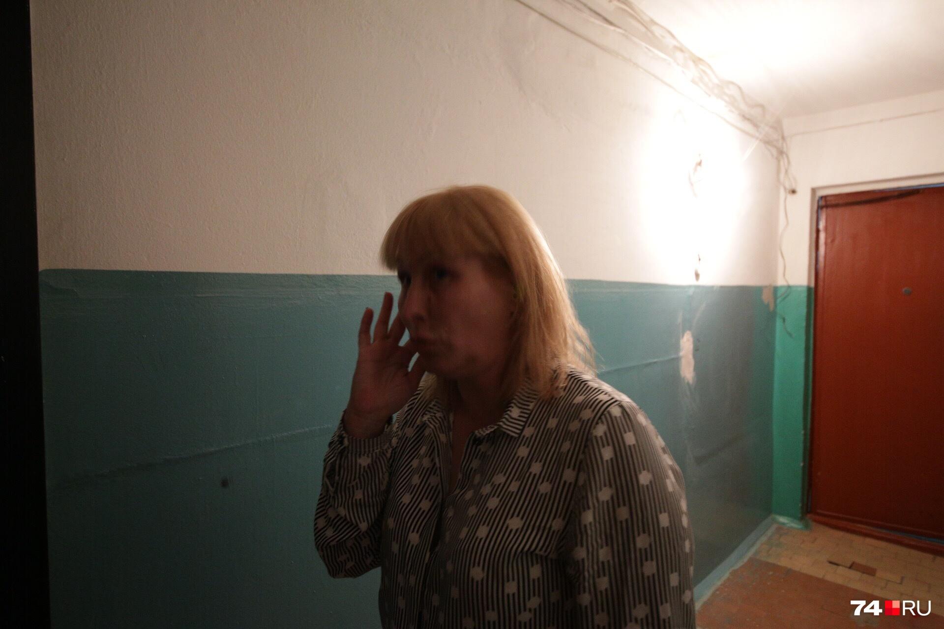 Автор растяжки Татьяна Писарева утверждает, что ее проблемы с жильем так никто и не решил