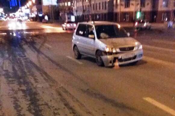 Сибирячка попала под колёса «Мазды» напротив ЦУМа