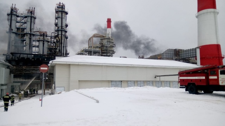 В Уфе на нефтеперерабатывающем заводе вспыхнул пожар