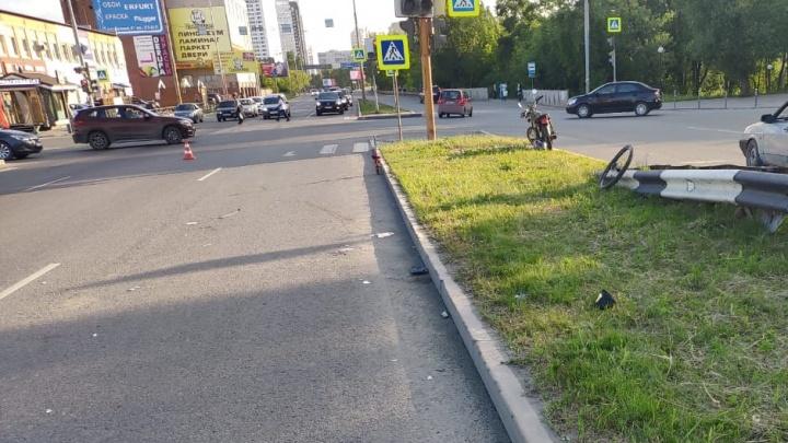 Велосипедист, попавший под колёса Lada в переулке Базовом, скончался в больнице