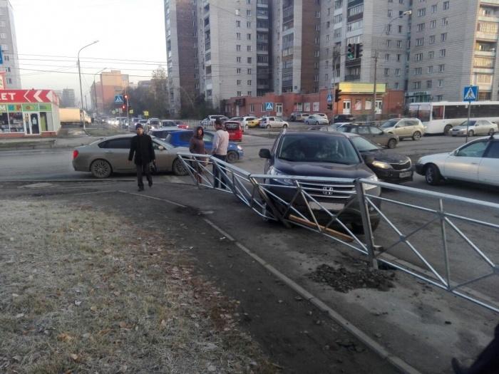 Авария случилась на перекрёстке в Ленинском районе