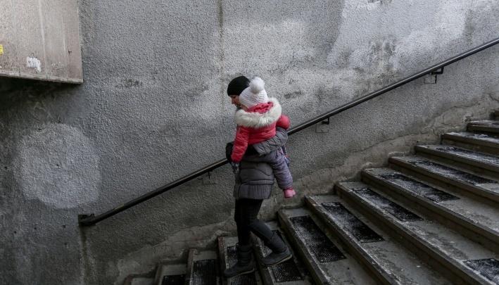 После несчастного случая ступени подземных переходов в Челябинске застелют антискользящим покрытием