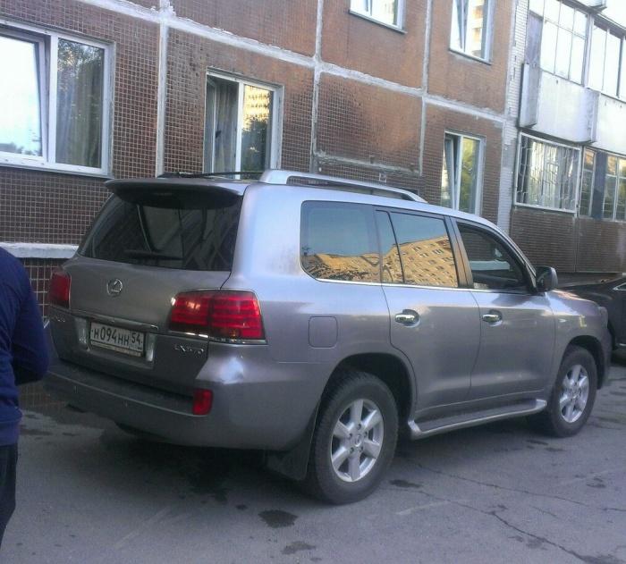 «Я паркуюсь как чудак»: Lexus ННН — один на четырёх местах (фото)