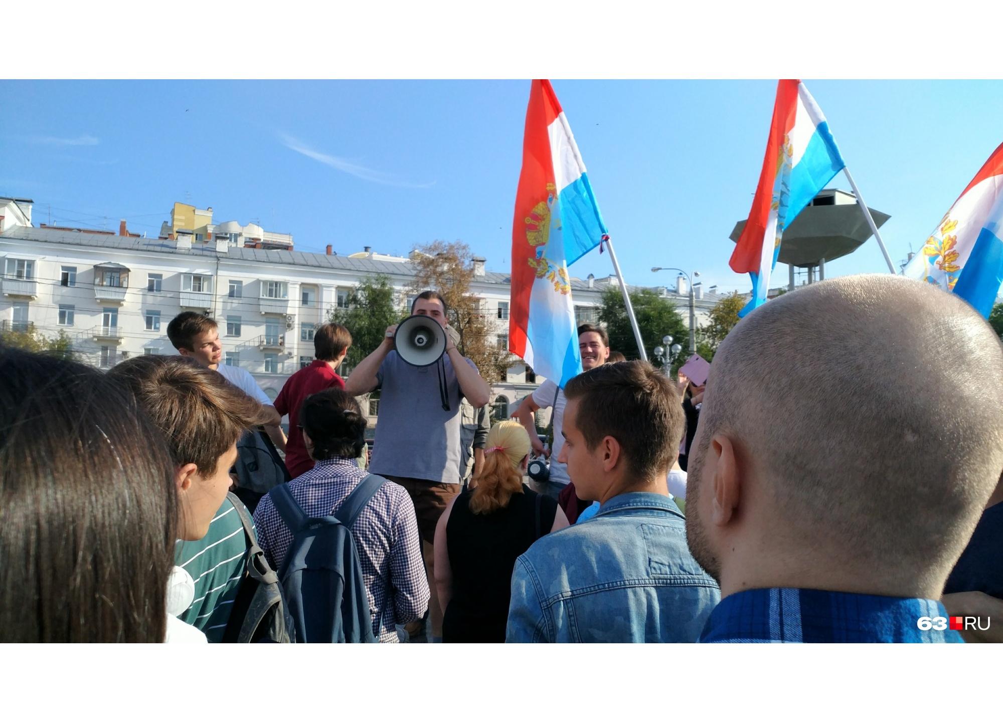 Лидеры шествия сообщили, что идут до площади Революции