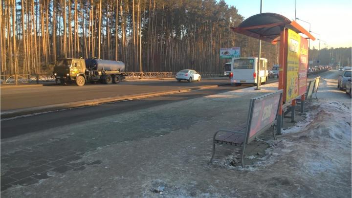 В Екатеринбурге ищут свидетелей того, как пенсионерка сломала бедро в маршрутке