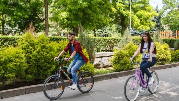 «Всем по супергеройскому значку»: волгоградцы поедут на работу на велосипедах