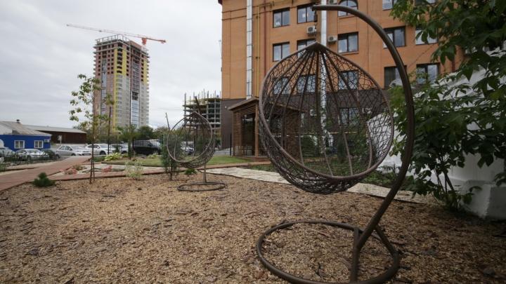 Частная лавочка: на пустыре в Челябинске без бюджетных трат сделали новое место отдыха