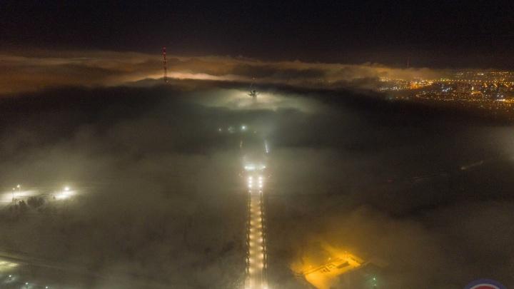Под ночным «покрывалом»: волгоградский фотограф показал укутанную в туман фигуру«Родины-матери»