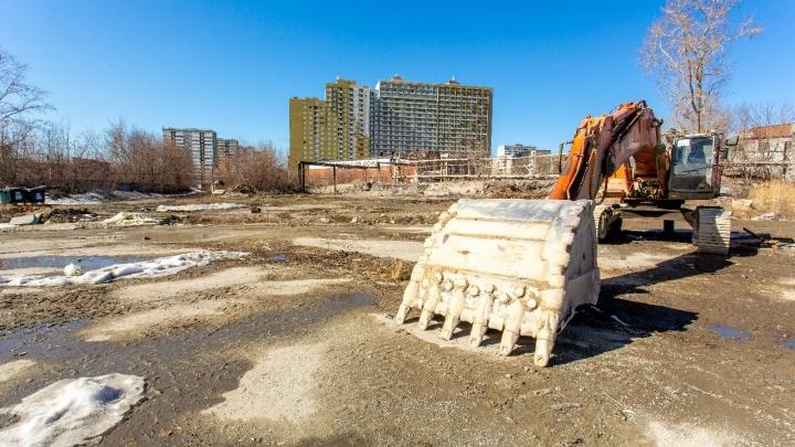 В Екатеринбурге начали сносить завод ЖБИ ради жилой застройки