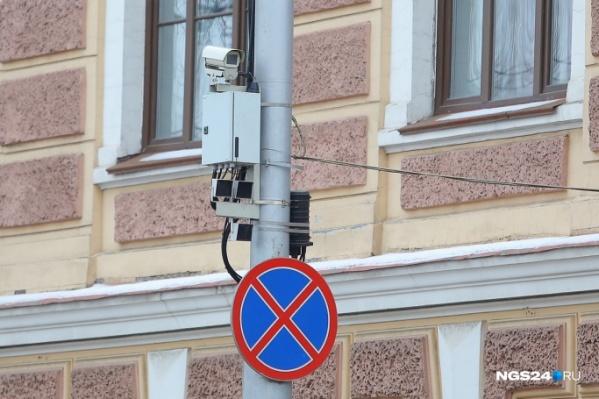 Самых дерзких водителей фотокамеры поймали в прошлом году на Октябрьском мосту, Семафорной и автодороге «Сибирь»