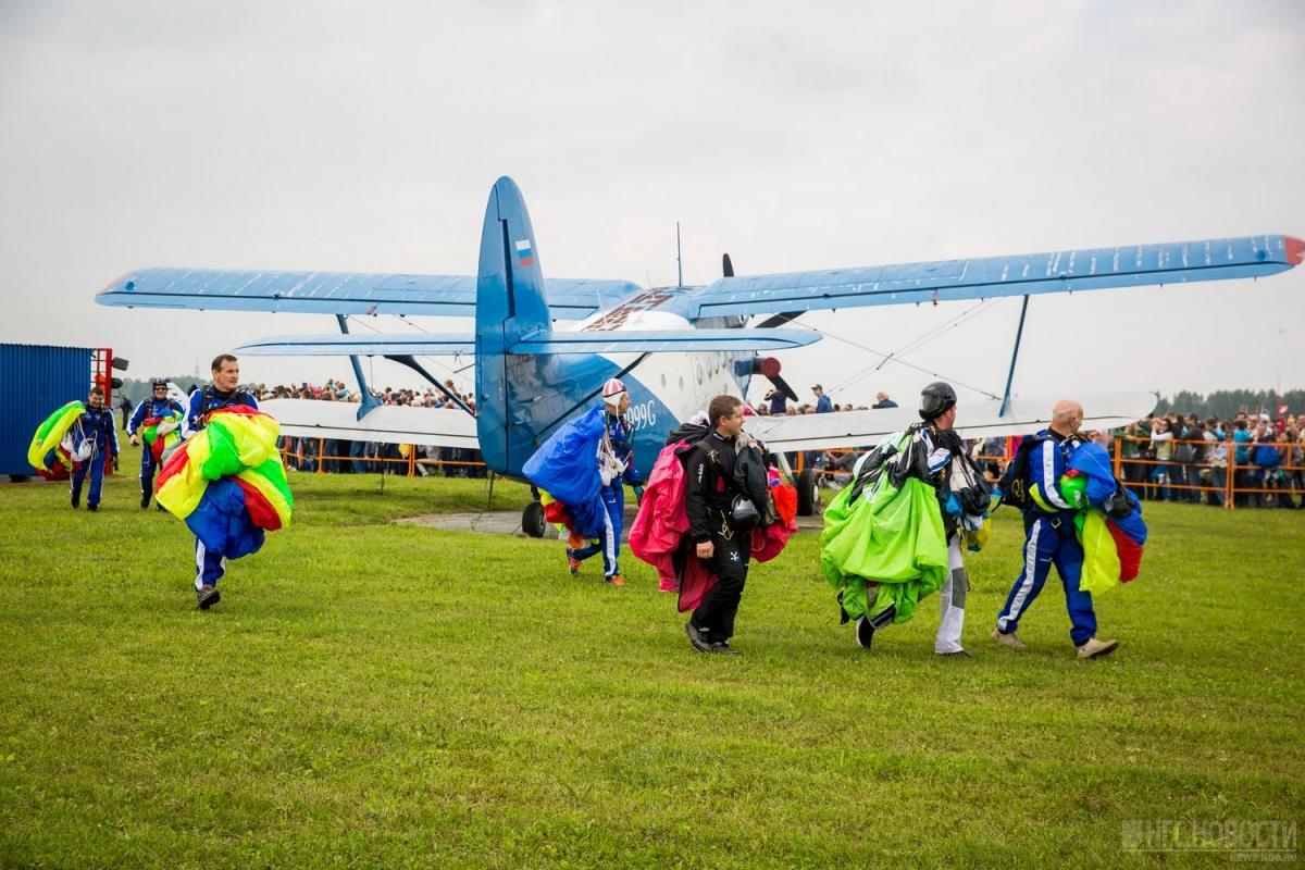 Общее количество участников авиашоу в этом году — 450 человек