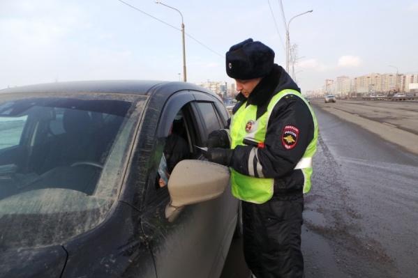 Водитель отказался проходить освидетельствование и его забрали в отделение, а машину поместили на штрафстоянку