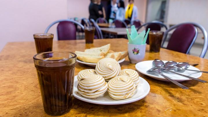 От горошницы до буженины: смотрим, чем кормят детей в челябинских школах