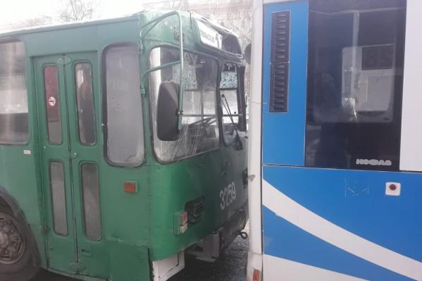 После аварии пассажиров высадили