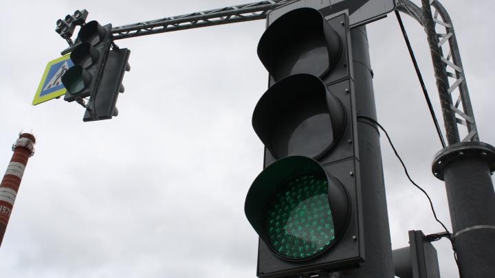 Отжили свой век: в 2019 году с улиц Екатеринбурга уберут последние ламповые светофоры