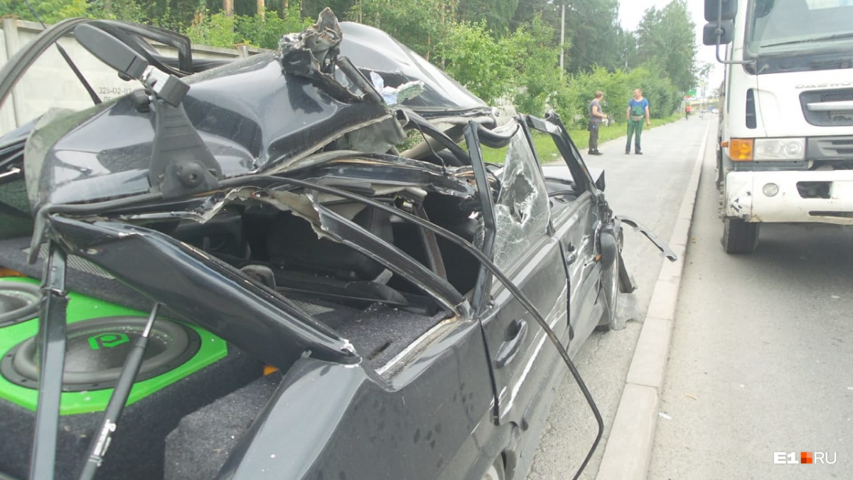 В таком состоянии правая часть автомобиля оказалась после столкновения