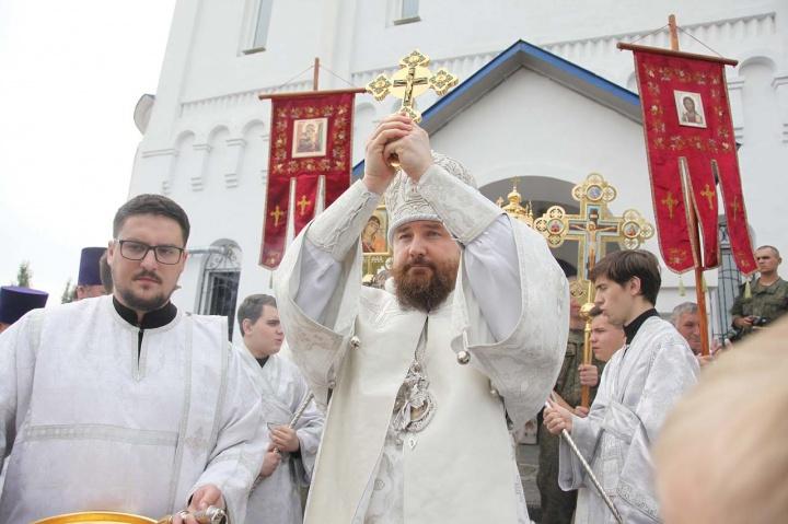 Митрополит Григорий ранее был епископом Троицким и Южноуральским. При возникновении скандала с переносом мощей он обращался к епископу Пармену и просил не допустить раскола среди верующих