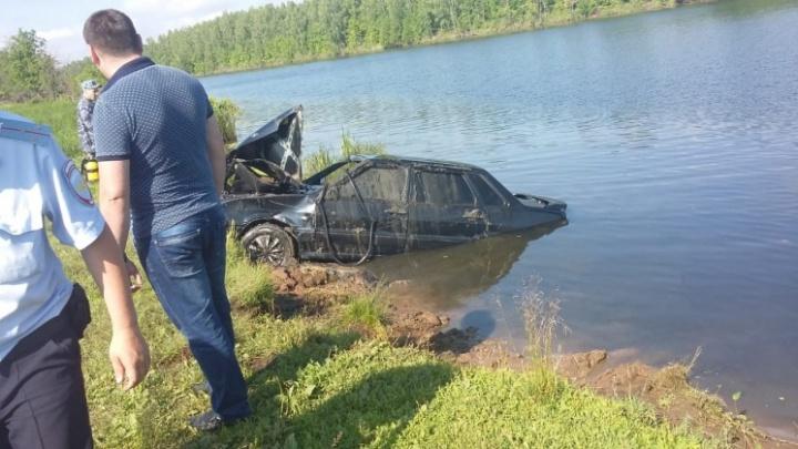 «Три гроба в доме»: мать погибшего в Башкирии мужчины не верит, что машина утонула случайно