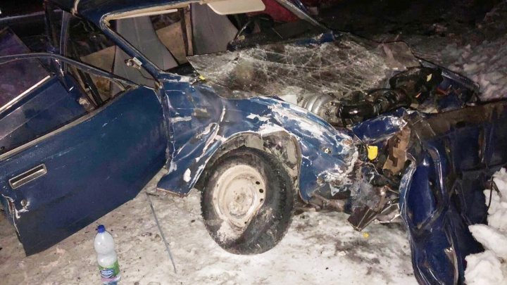 Не выжили: на трассе под Самарой «семерку» отбросило под КАМАЗ