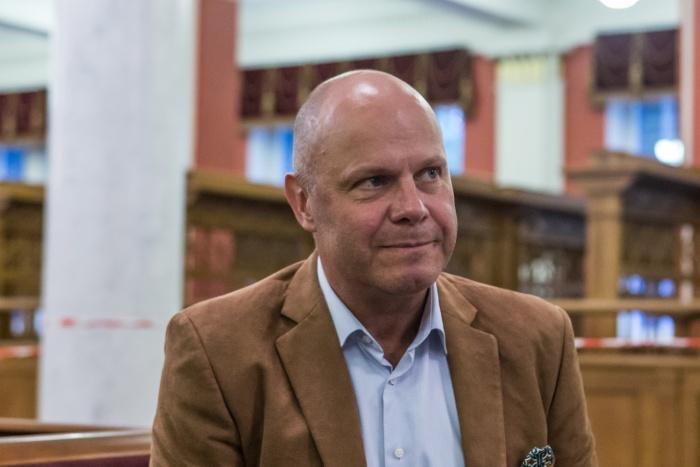 Алексей Кортнев дал небольшое интервью НГС.НОВОСТИ в фойе оперного театра перед концертом на пл. Ленина