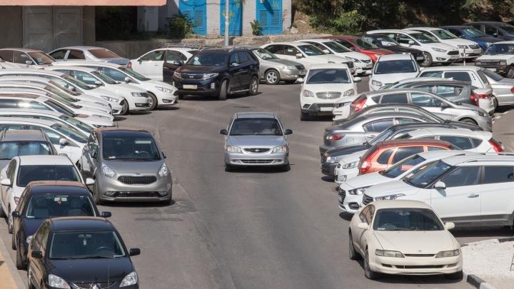 «Взяли машину и перепродали»: в Ростове семейную пару подозревают в махинациях с арендой автомобилей
