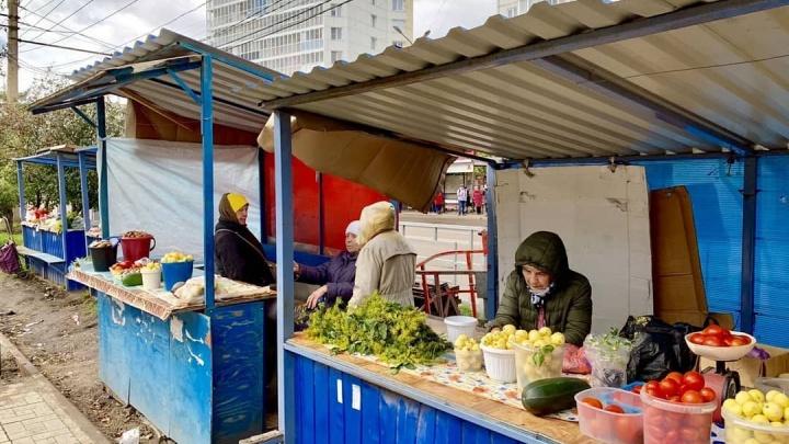 На стихийном рынке Воронова делают красивые торговые ряды