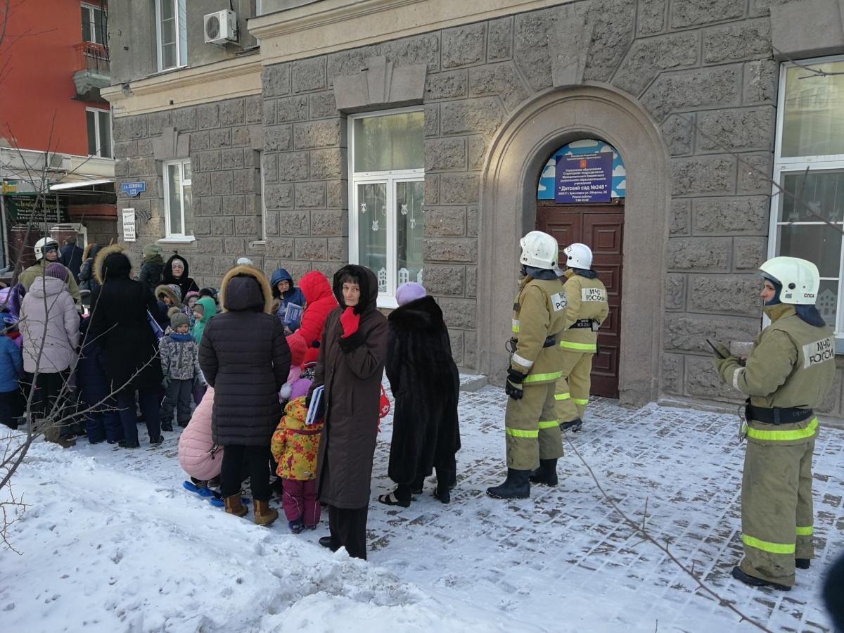 Первые эвакуации начались еще неделю назад и продолжаются сегодня