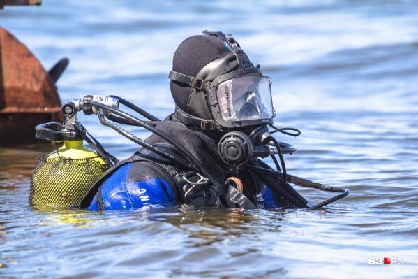 Водолазы нашли утопленника недалеко от берега